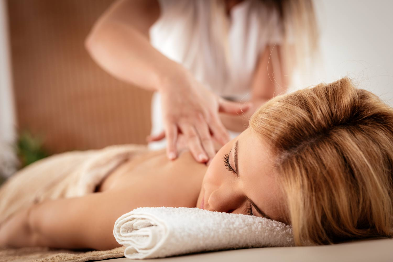 Therapeutic Massage being performed at Massage Fort Myers Spa